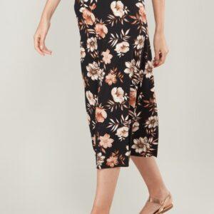 تنورة متوسطة الطول بخصر مطّاطي بطبعات زهور