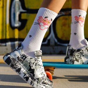 حذاء رياضة بطبعة ورباط نسائي