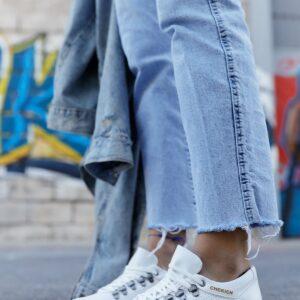 حذاء رياضة أبيض برباط نسائي