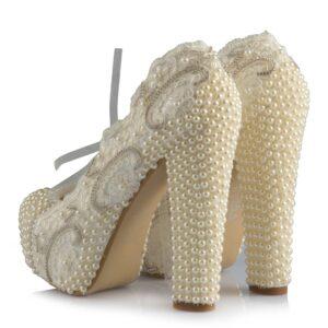 حذاء زفاف بكعب نسائي