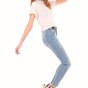 جينز أزرق فاتح بجيوب نسائي