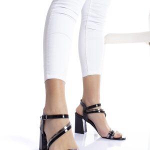 حذاء بلاتيني أسود بكعب نسائي