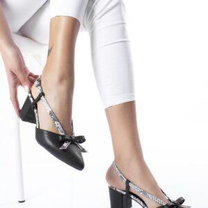حذاء أسود بكعب عالي مزخرف بستايل ثعبان نسائي