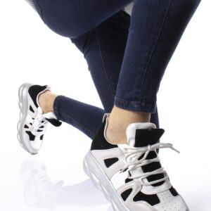 حذاء رياضي برباط نسائي