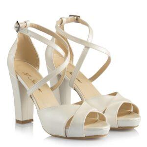حذاء زفاف أبيض غامق بكعب نسائي