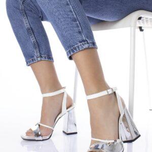 حذاء فضي بكعب نسائي