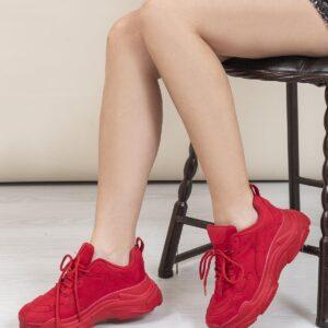 حذاء رياضة جلد سويدي أحمر نسائي