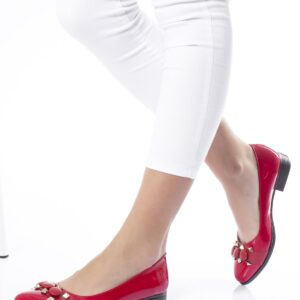 حذاء فلات جلد لامع أحمر نسائي