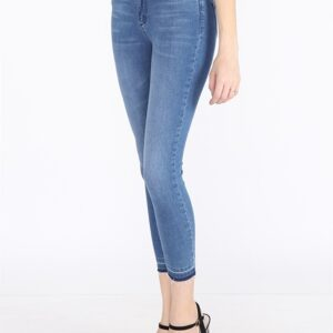 Women's Pocketed Ankle Jeans