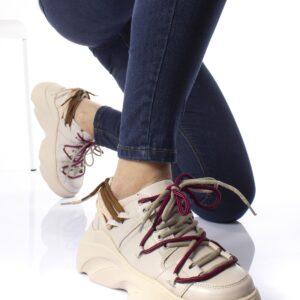 حذاء رياضة بيج بنعل سميك نسائي