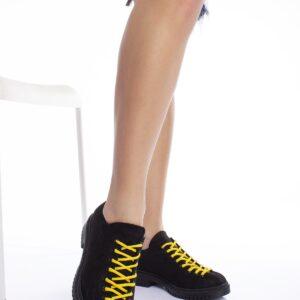 حذاء أسود برباط نسائي