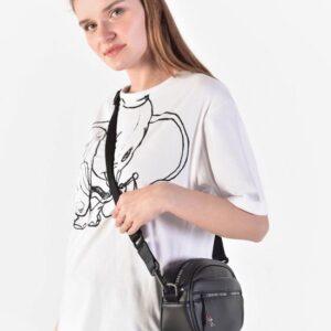 حقيبة كتف سوداء بطبعة شعار نسائية
