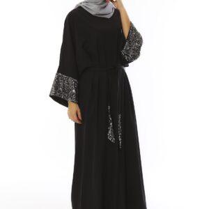 فستان طويل مطرز بفصوص لامعة وحزام نسائي